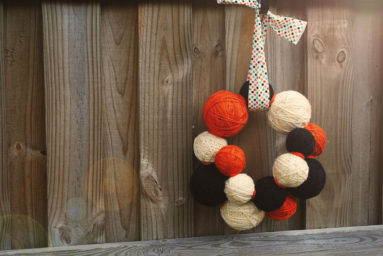 http://1.bp.blogspot.com/_FhqPGZn19dA/THk0arD3LrI/AAAAAAAAMpQ/LkXQQudkVe0/s1600/Halloween+Yarn+Wreath+009+copy.jpg