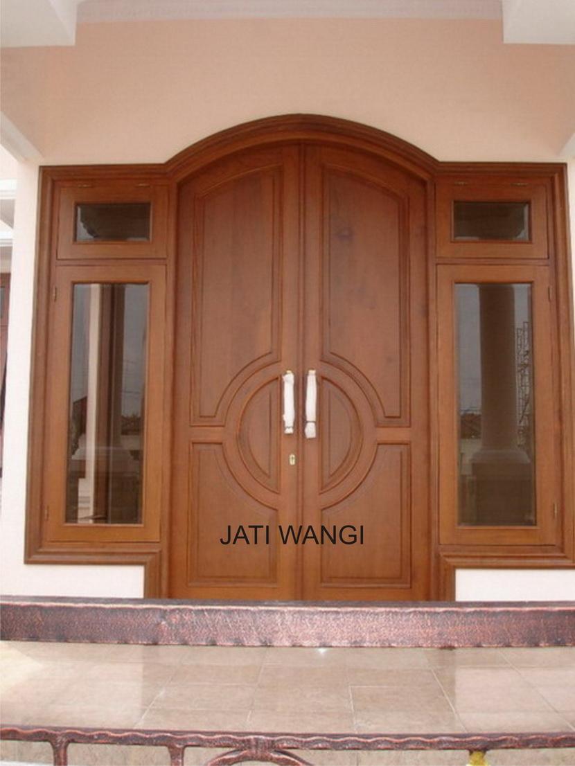 zul consul mengecat pintu dengan politur