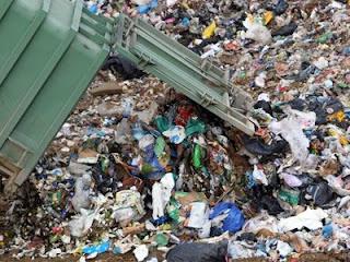 Αδειάζουν νοσοκομειακά απόβλητα στο ΧΥΤΑ Μαυροράχης