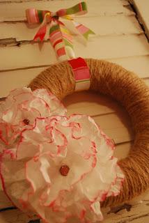 http://www.aglimpseinsideblog.com/2010/07/twine-wreath-tutorial.html