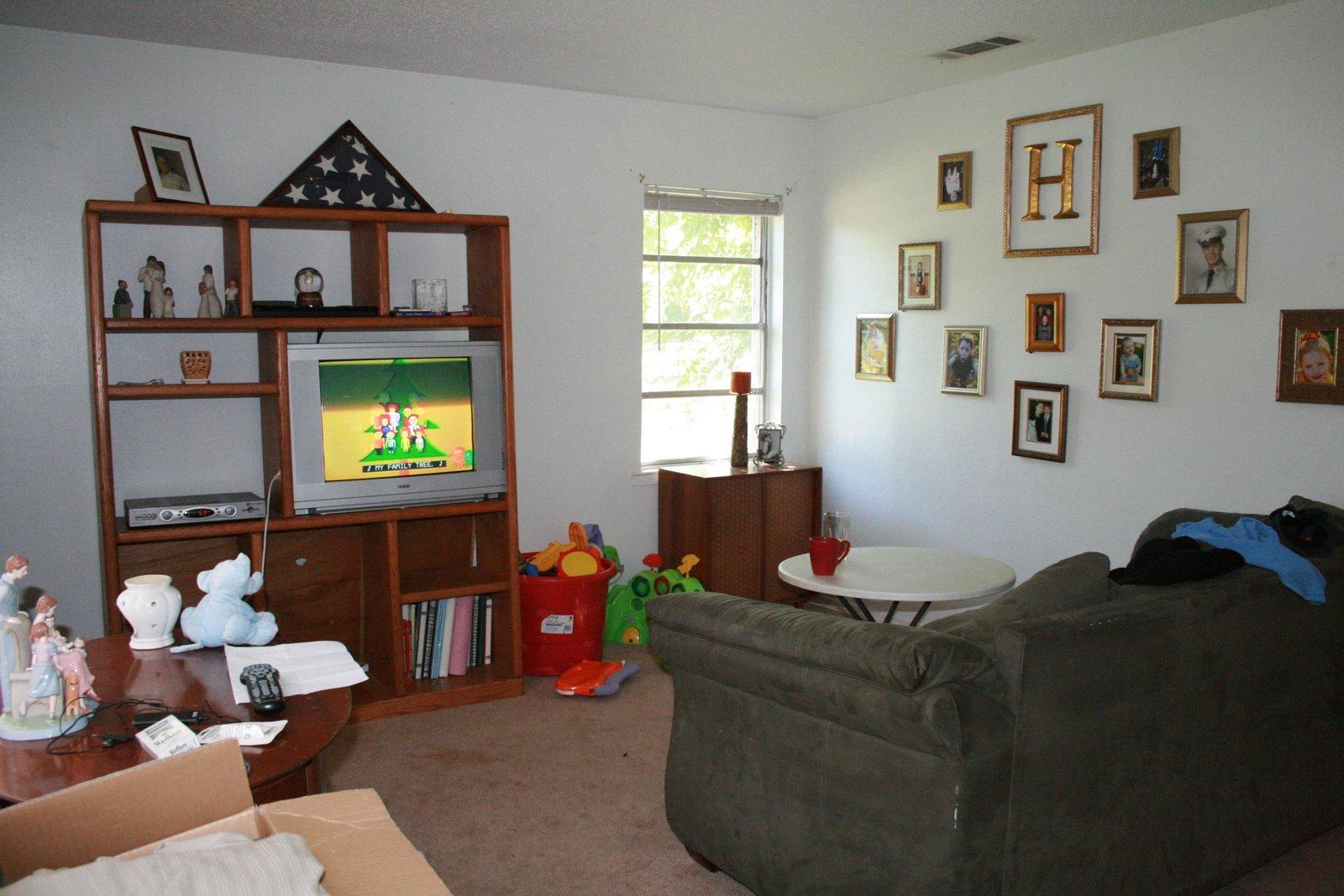 [livingroom.JPG]