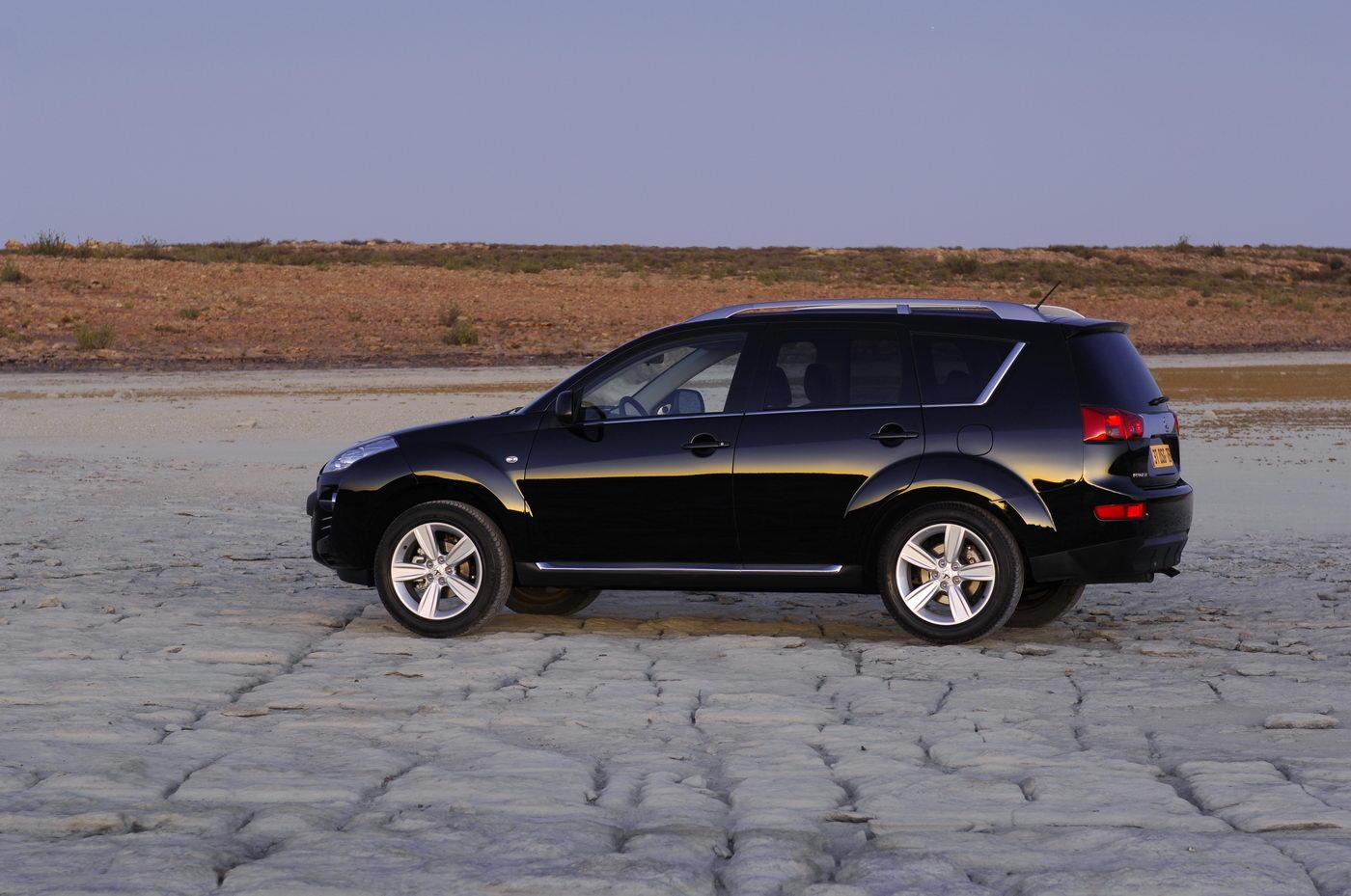 "Carscoop Peugeot 4007 106 Geneva Preview: Peugeot 4007 SUV & 4007 ""Holland&Holland"" Concept"