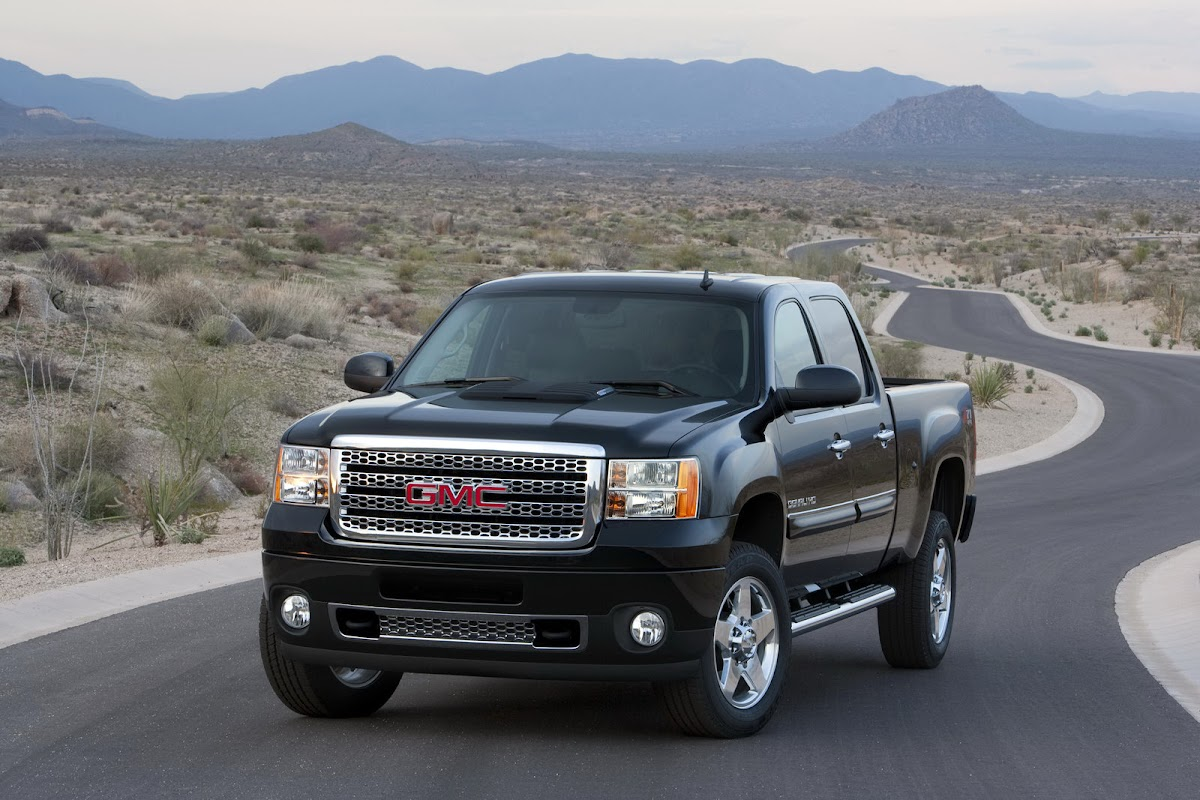 2011 gmc sierra hd gets new 6 6 liter v8 diesel with 397hp and a denali edition