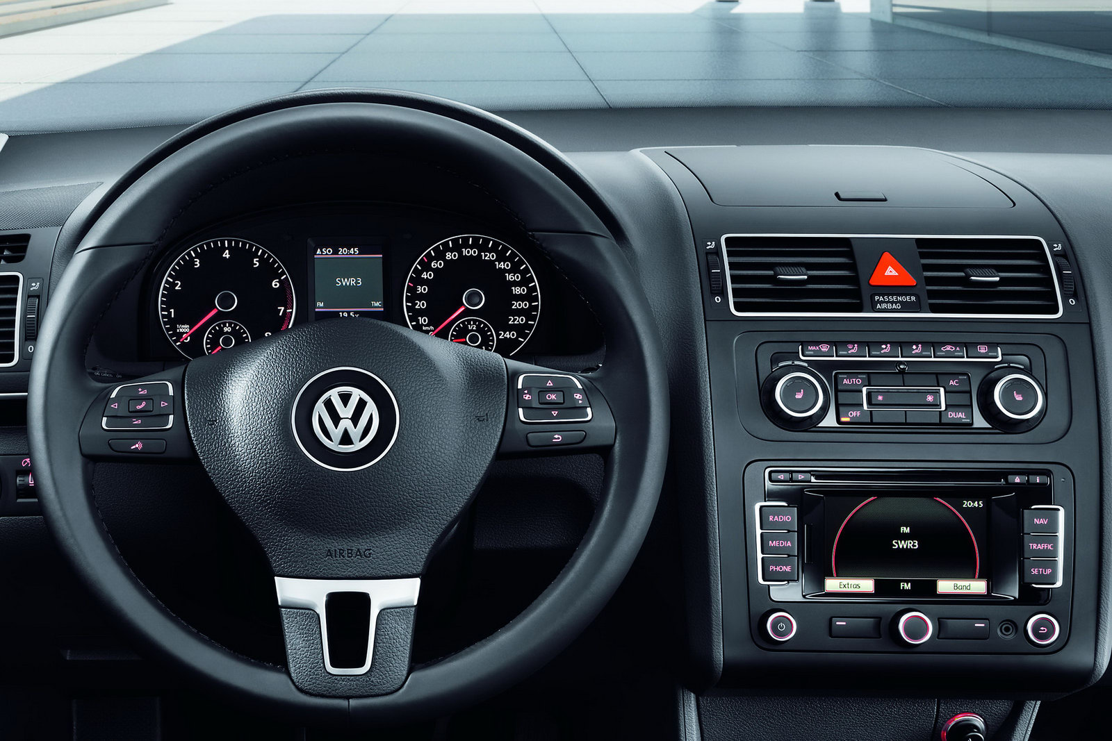 2011 Volkswagen Touran 7-Seater MPV Receives Second Mid-Life Facelift