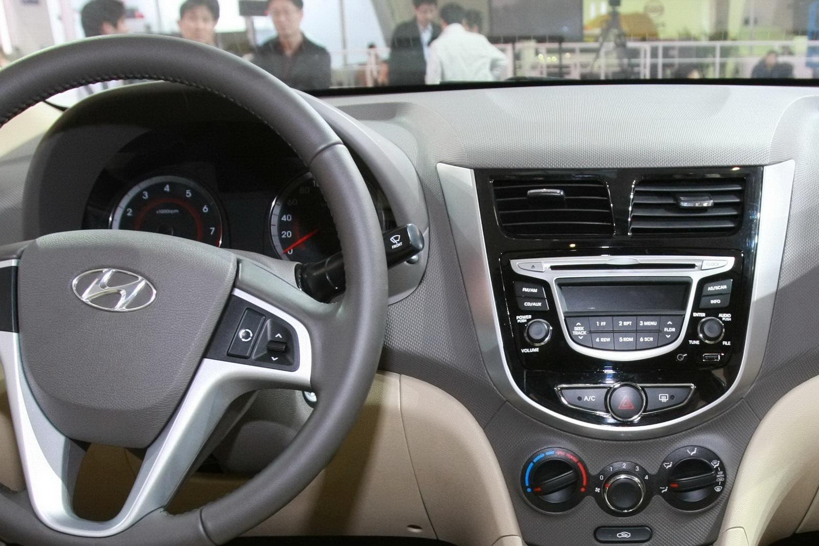 http://1.bp.blogspot.com/_FoXyvaPSnVk/S9He-_G2rsI/AAAAAAACxXg/-1WjKnB88B8/s1600/2011-Hyundai-Accent-Verna-21.jpg