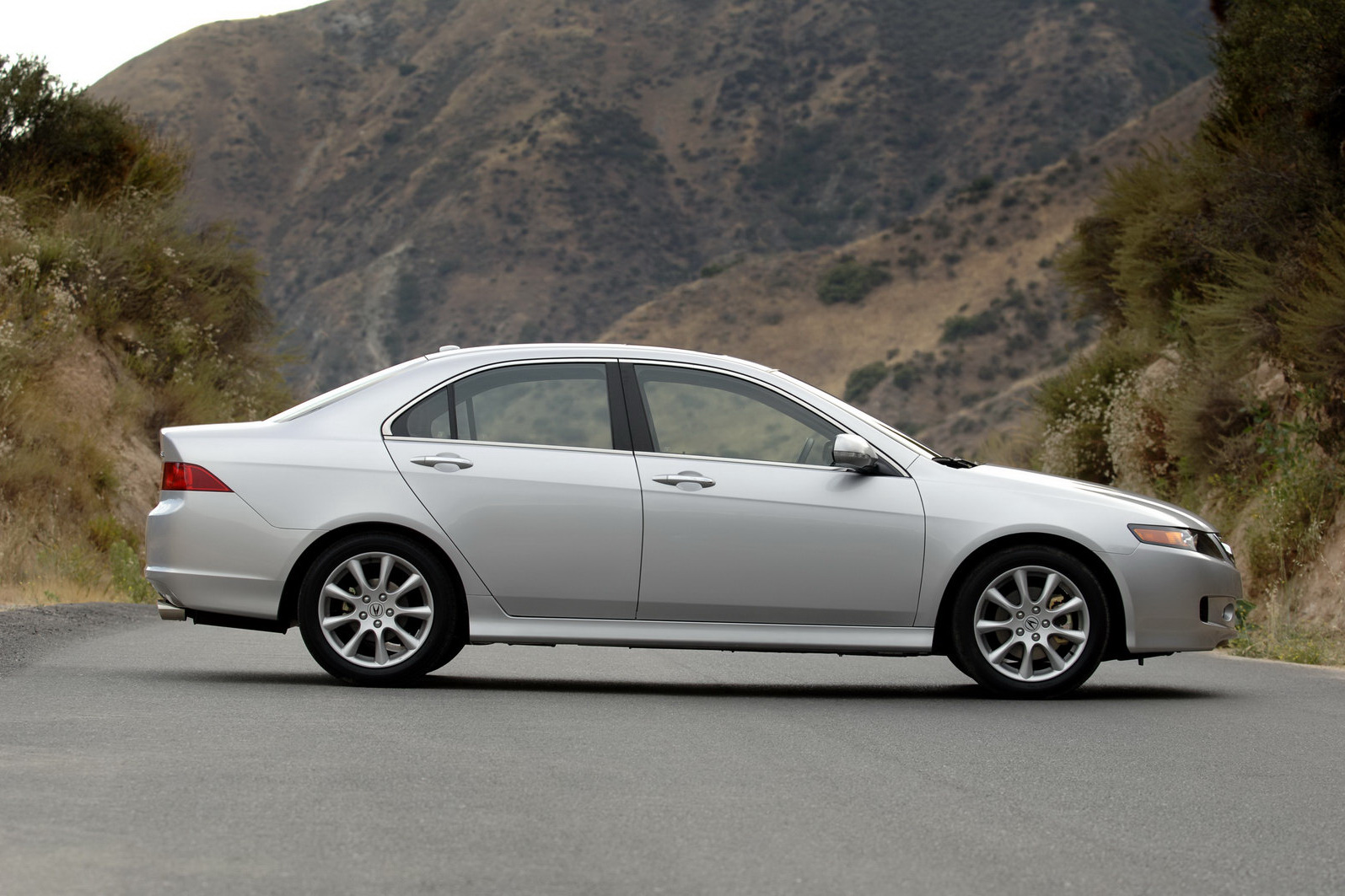 the car acura recalling more than 167 000 tsx sedans for. Black Bedroom Furniture Sets. Home Design Ideas