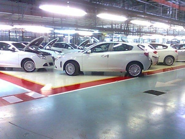 http://1.bp.blogspot.com/_FoXyvaPSnVk/SxQJJV0Vr8I/AAAAAAACSWY/jX8Z0-1U3CM/s1600/2011-Alfa-Romeo-Milano-Giullietta-10.jpg