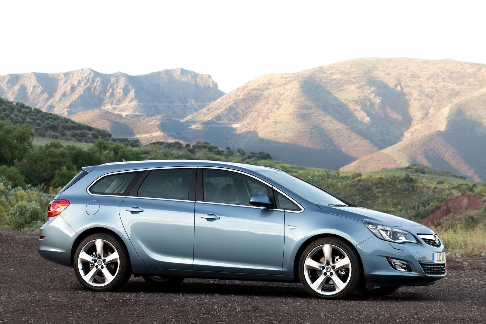 New Opel Astra Sports Tourer Unveiled - Should Buick Bring it to the States? | Carscoops