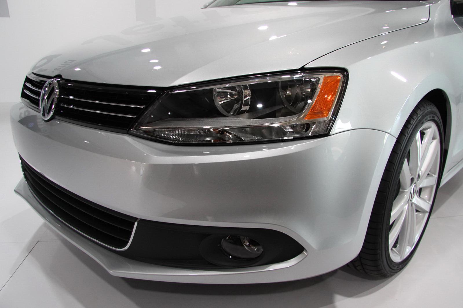 http://1.bp.blogspot.com/_FoXyvaPSnVk/TBlbzhfDT5I/AAAAAAAC9_8/fmq_ainQ6yg/s1600/2011-Volkswagen-Jetta-New-York-17.jpg