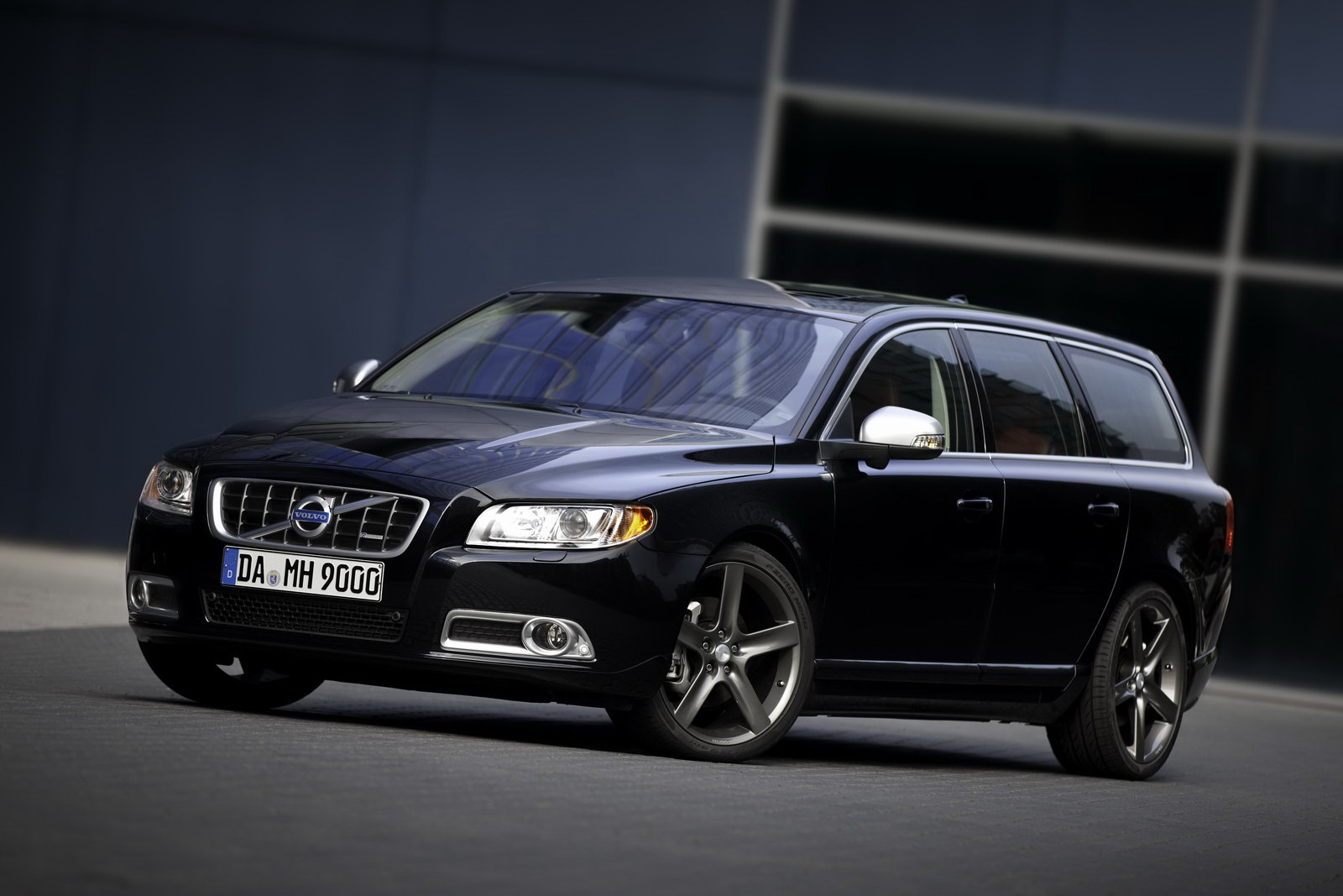 Magnificent Volvo V70 R-Design 1600 x 1067 · 276 kB · jpeg