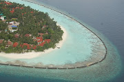 Island living. The immensity of the surrounding sea and the paucity of space . (cemendtaur maldives island)
