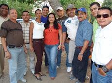 La Familia Unellista compartiendo celebración del Día del Empleado