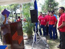 Estudiantes revolucionarios entregan proyecto a CANTV
