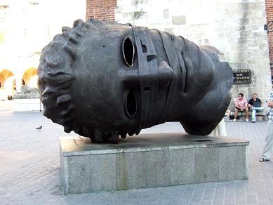 statue of head