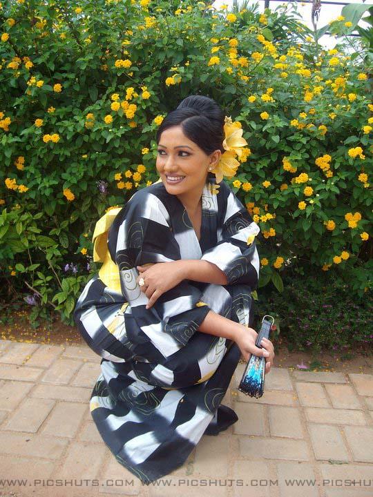 http://1.bp.blogspot.com/_FpC-eLEpDtM/S-mMFSscq3I/AAAAAAAAcWk/rDt7O3RGxxY/s1600/Piyumi+Shanika+Botheju_12_asiachicks.blogsot.com.jpg