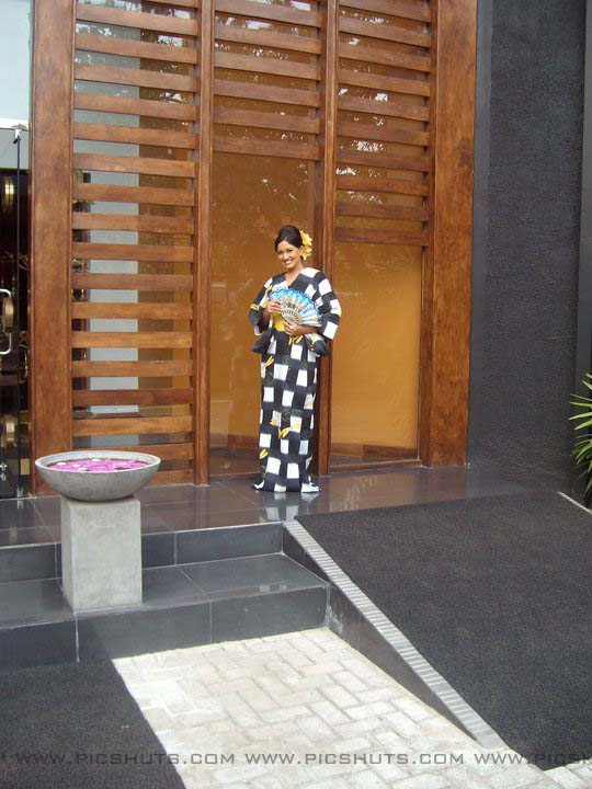 http://1.bp.blogspot.com/_FpC-eLEpDtM/S-mMGhwbeOI/AAAAAAAAcXE/1Ey8S_iaLME/s1600/Piyumi+Shanika+Botheju_8_asiachicks.blogsot.com.jpg