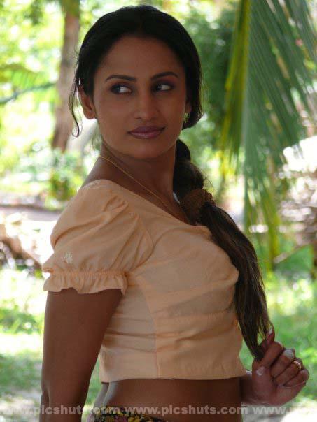 [Oshani_Dias_3_asiachicks.blogspot.com.jpg]