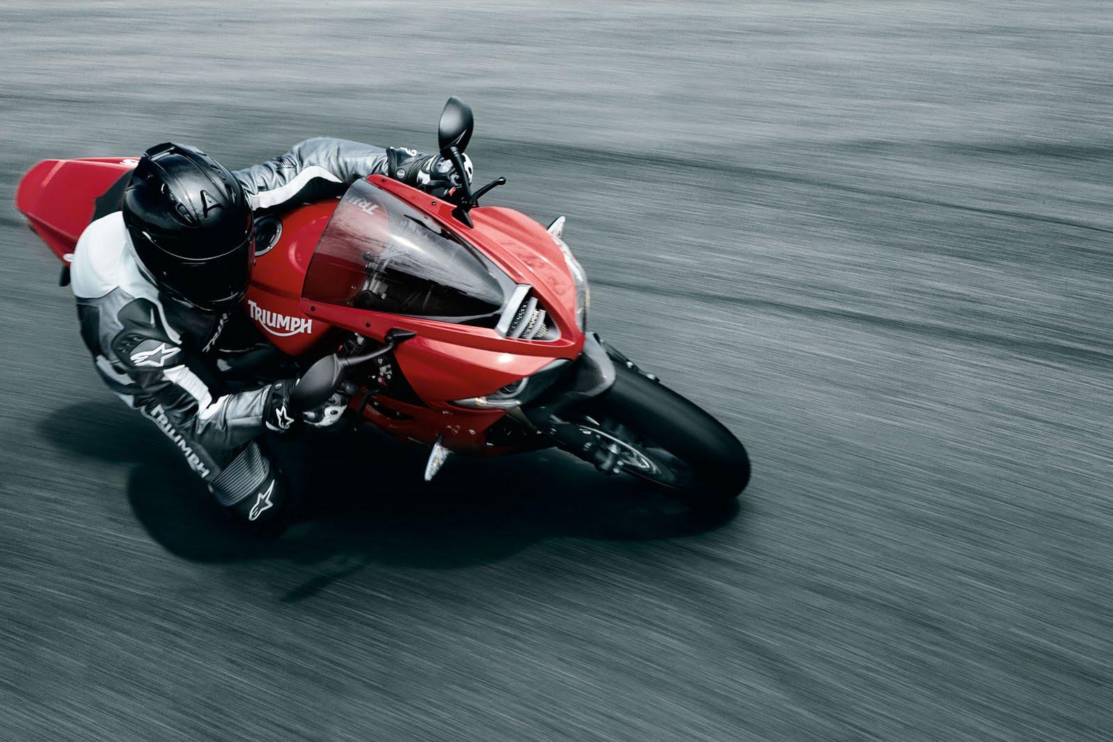 http://1.bp.blogspot.com/_FpGcbrYTyDw/S78_eHFXhRI/AAAAAAAAAdI/7mXzOnb63N4/s1600/2010+Triumph+Daytona+675+rider.jpg
