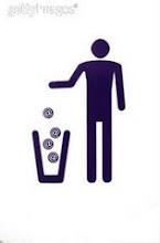 Bota los desperdicios en BOLSAS Y PAPELERAS