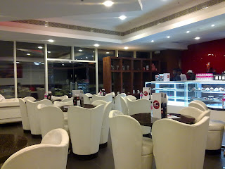 Cafe Pascucci, Express Avenue