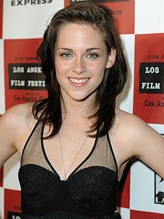 Kristen Stewart Haters on Twilightish  Kristen Stewart  My Feet Hate Me