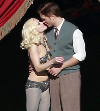 Robert Pattinson Kissing on Twilightish  Robert Pattinson Kissing Reese Witherspoon In Wfe Re