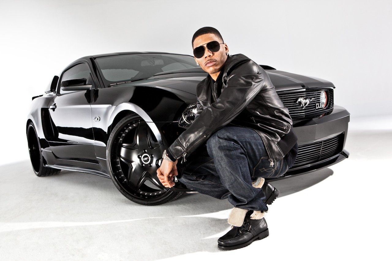 http://1.bp.blogspot.com/_Fs9VSjDnLd4/TFbwK3KVnhI/AAAAAAAACYA/UKDG-4XgJco/s1600/Nelly-and-the-Dub-Ford-Mustang.jpg