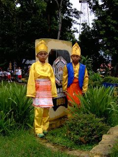 Berbagai Pakaian Adat Suku Mongondow