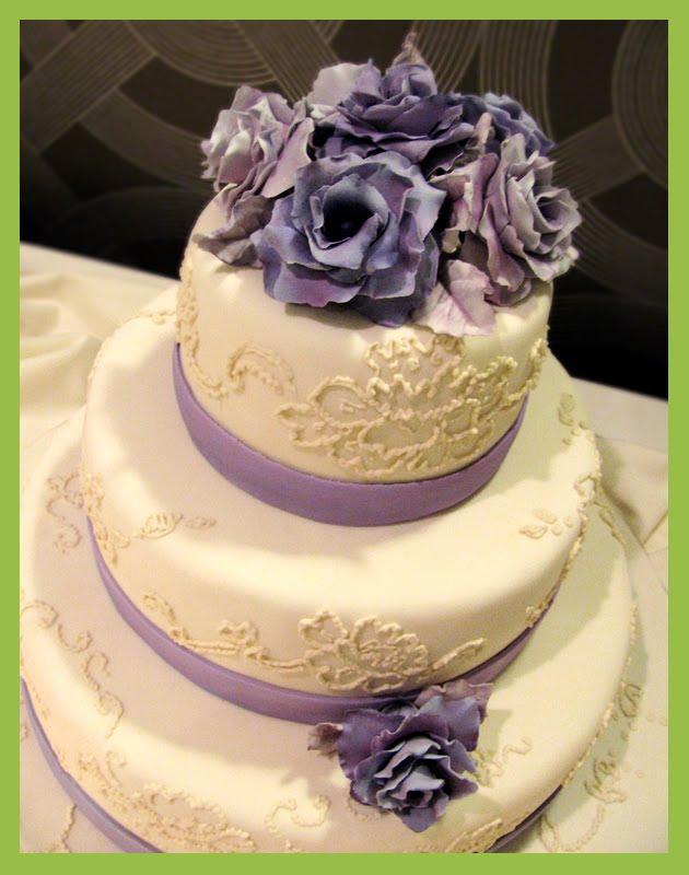 I am a bit late in posting my latest Wedding cake