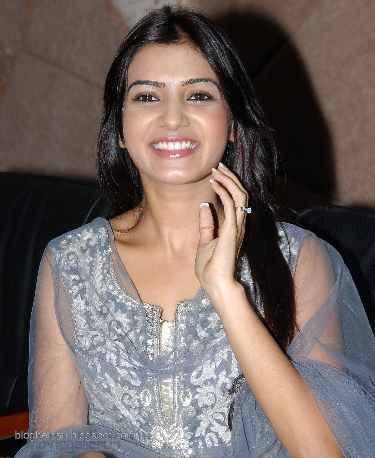 http://1.bp.blogspot.com/_FvM6VcUWsPQ/TMQLxKwi9fI/AAAAAAAAASI/cfI5c8YCYTU/s1600/actress_samantha_cute_smile_stills_wallpapers_01.jpg