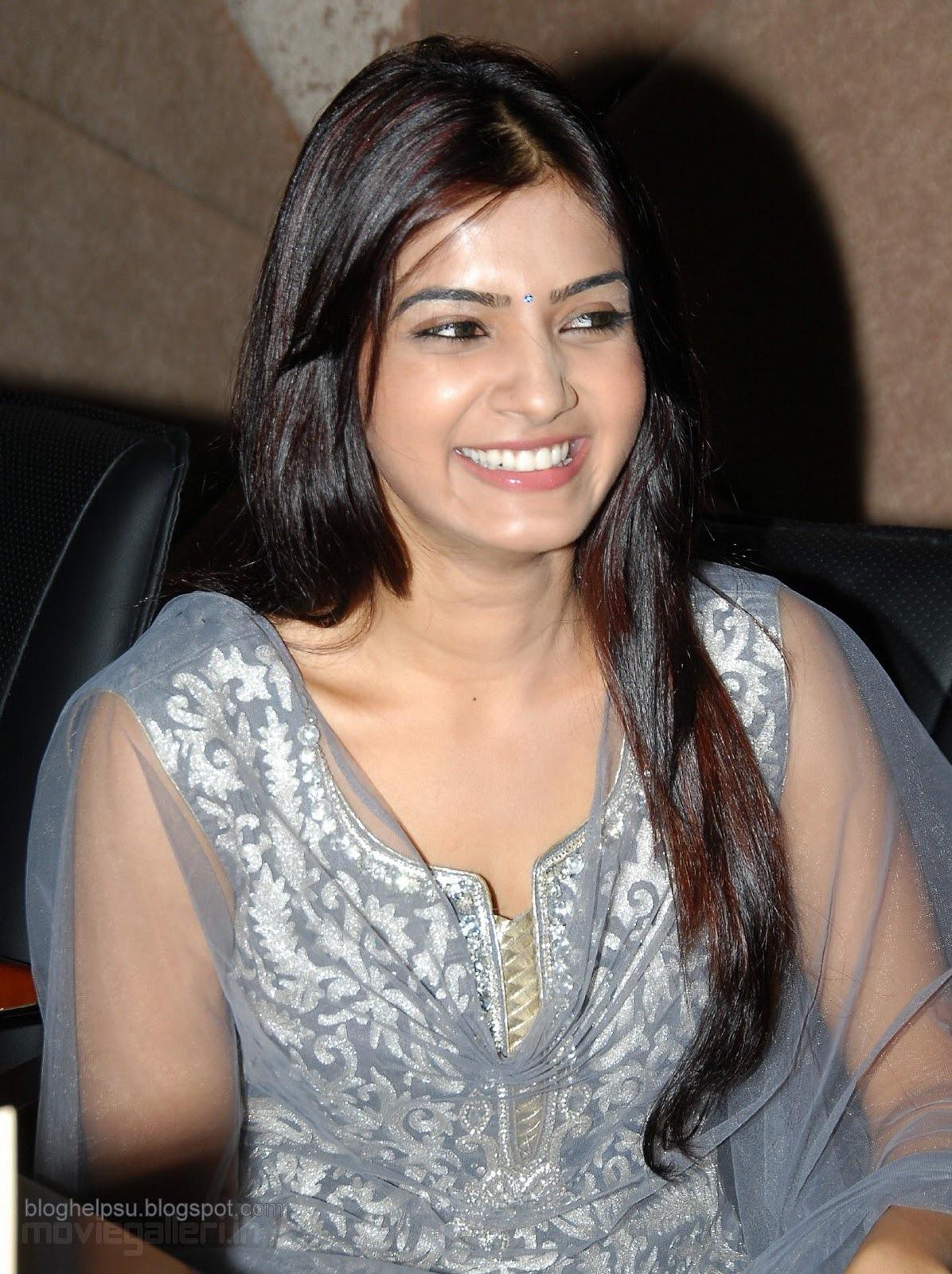 actress samantha cute smile stills, samantha smile wallpapers