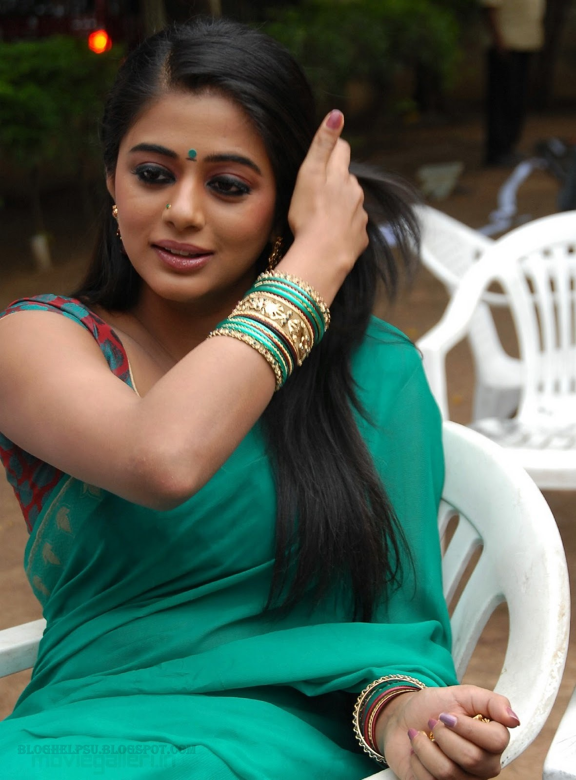 Priyamani latest hot stills priyamani latest hot photos images pics - Priyamani Hot Saree Stills Priyamani Latest Hot Saree Photo Gallery Movieone Gallery
