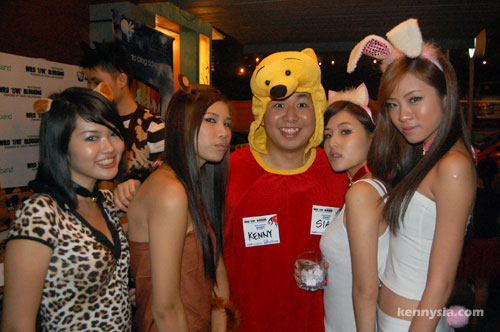 kenny pooh with girls