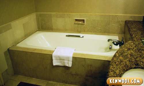 hotel nikko bath tub