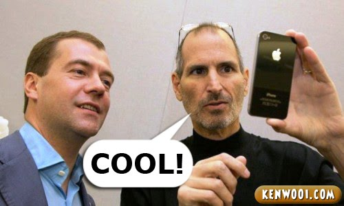 steve jobs playing iphone 4