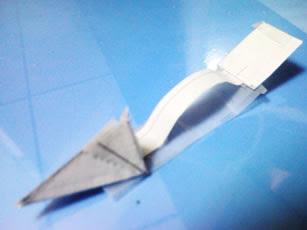 再把紙樣依圖剪出, 摺合, 再用膠紙黏上看看