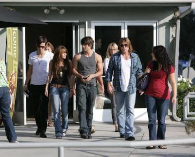 Justin Gaston y familia de Miley Cyrus