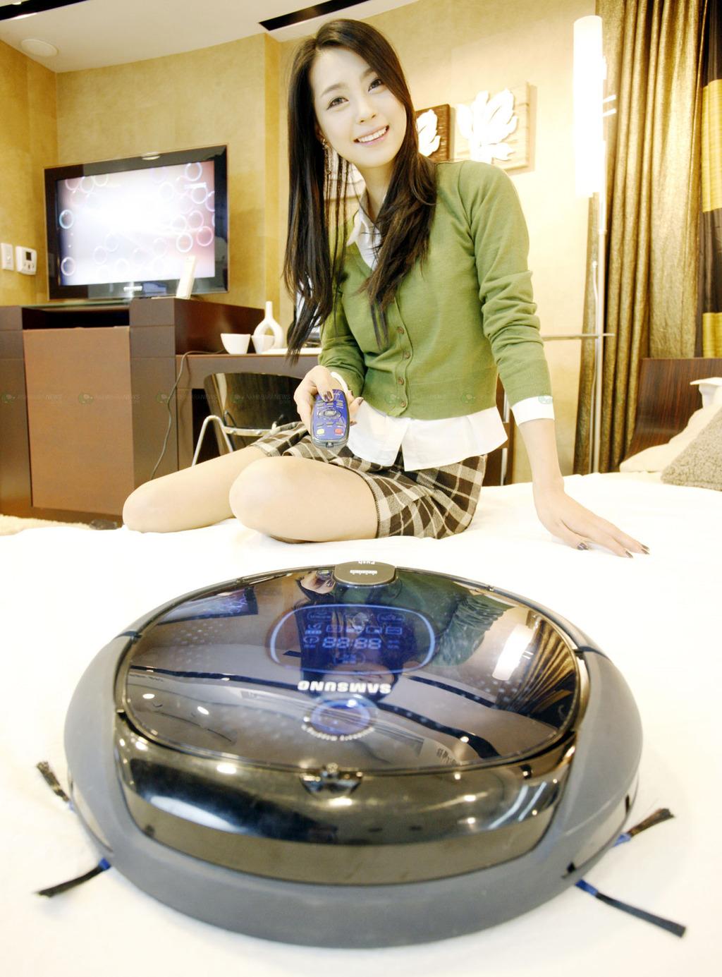 Domesro More On The Latest Samsung Domestic Robot