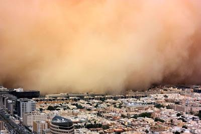 Foto-foto Badai Pasir Di Arab Saudi