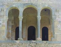 Santa María del Naranco, ventana