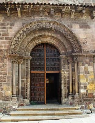 Avilés, iglesia de los Franciscanos, fachada