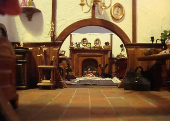Strawberry anarchy lotr fan made a dollhouse replica of for Hobbit house furniture