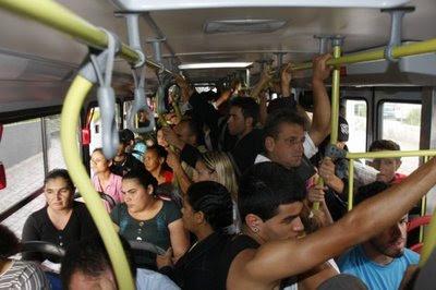 Flagra real de encoxada perfeita no ônibus em moça de