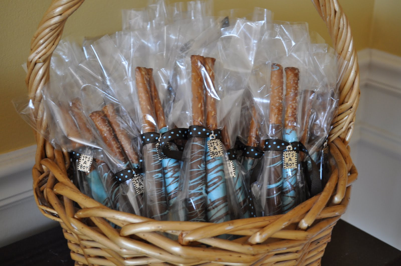 Dash of Diva: Chocolate Covered Pretzel Rods