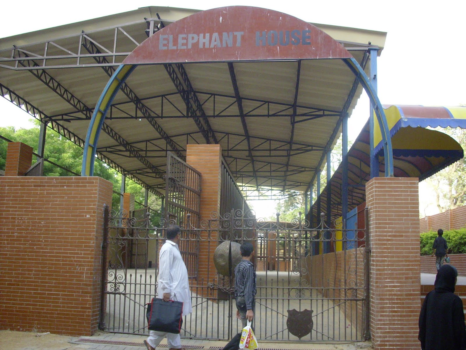 Attractive Since Then It Has Been Providing Entertainment Through Animals And Its Fun  Land. Situated In The Area Of Garden U201cKarachi Zoou201d Is ...