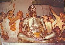 Srila Bhaktivedanta Narayan Maharaj  in  Inslacion  the Murti  Of Srila Prabhupada