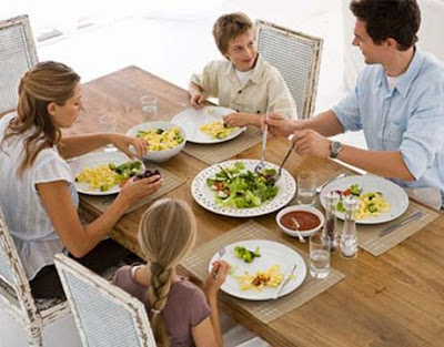 family eating dinner2 lg The University of Minnesota receives $7 million Federal Grant to Create a Chilhood Obesity Center