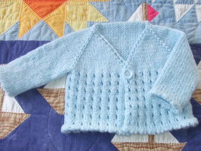 clickertyclick: Free pattern - Baby eyelet cardi
