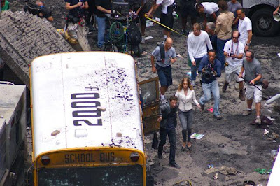 TRANSFORMERS 3: The Dark of the Moon (2011)... Spoiler/Rumeurs [page 2] - Page 2 TF3ChicagoParkingLotAction10
