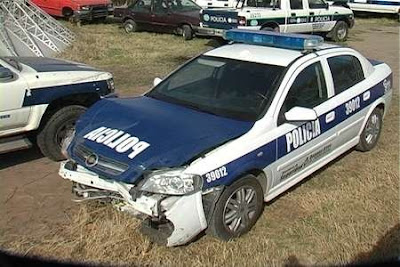 autos de la policía de estados unidos y de argentina